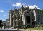 house_with_chimaeras…